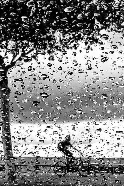 #humedad #animo http://www.murprotec.es/sabias-que-el-tiempo-atmosferico-afecta-al-estado-de-animo/