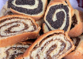From poppyseed rolls to cream cheese cookies (kolaczki), you'll find a variety of sweet treats in our library of Polish dessert recipes.
