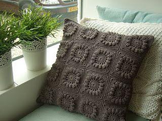 gray pillow - just gray - nice FROM: http://hetgehaaktesprookjesland.blogspot.com/search/label/kussen%20haken