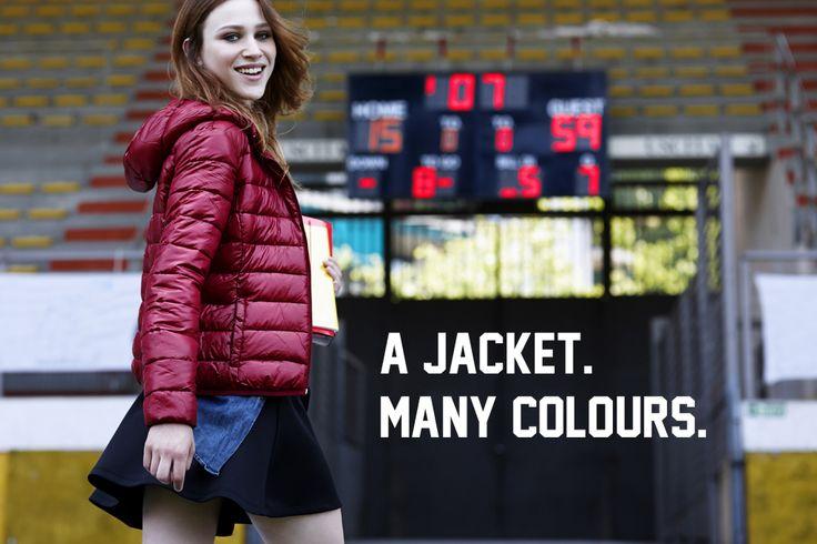 Avvolgente e colorato, pensato da Terranova per proteggere le donne dai primi freddi autunnali: è il piumino leggero modello 100 grammi.