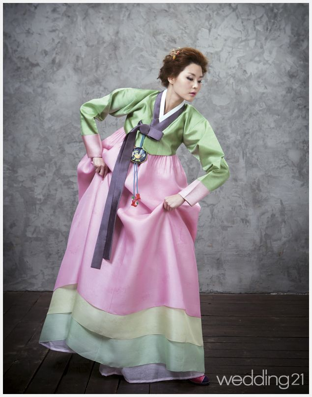 Hanbok, Korean Traditional Dress - i love the colours in the Hanbok