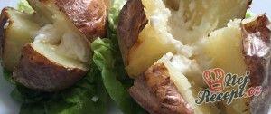 Pečené brambory plněné brynzou a máslem