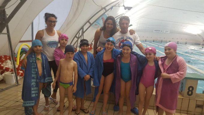 Crotone, Rilasciati gli attestati agli allievi della Pinna Splash - I piccoli nuotatori hanno raggiunto un livello superiore  - http://www.ilcirotano.it/2017/06/02/crotone-rilasciati-gli-attestati-agli-allievi-della-pinna-splash/