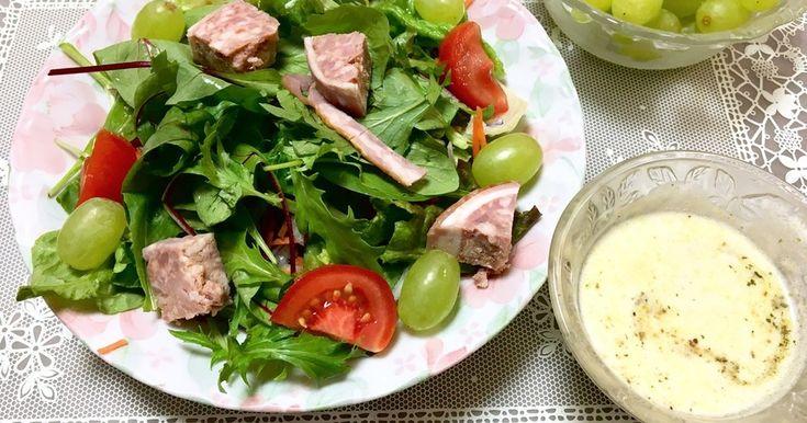 爽やかなマスカットとお肉が良く合うサラダです!