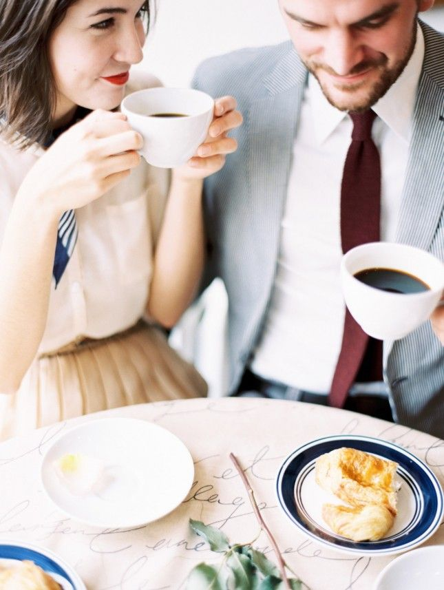 This cafe engagement shoot is so creative.