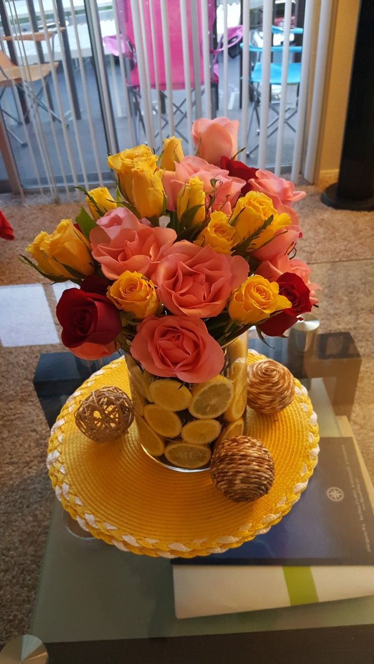 Yellow, red, pink roses Lemon vase Sunmer colors Table centerpieces  Simple wedding centerpieces  DIY centerpieces
