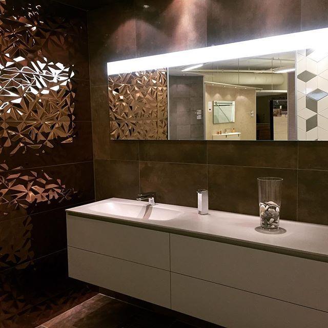 Cubik from Ideagroup #bathroomdesign  #bathroomfurniture #ideagroup #mirror #italiandesign  #tiles  #porcelanosagrupo  #baderom #italienskdesign #fliser #spanskdesign  #speil