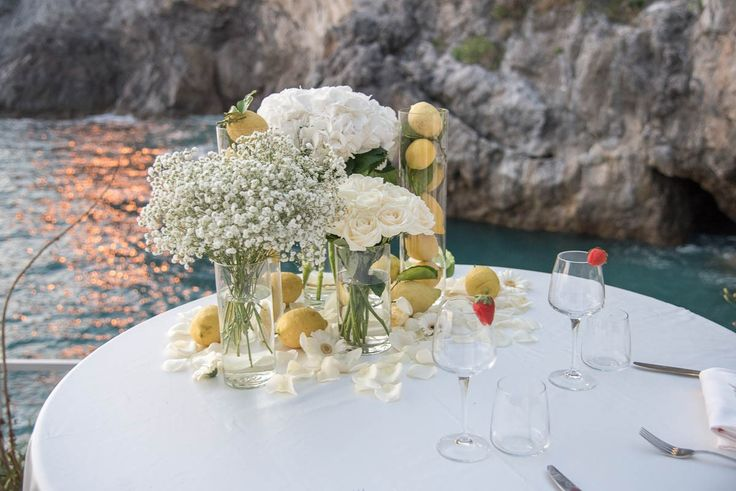 Imagine the stunning setting of the Amalfi Coast for your wedding proposal... Close your eyes... Here we are to make your dream come true! 💏🌅🐚🍹💪💍 #medinstyleevents #wedinstyleevents #weddingproposal #proposalplanner #weddingdestinationitaly ##amalficoast #propostadecasamento #projetonoivinha #voucasar #felicidade #casal #casamentosonthebeach