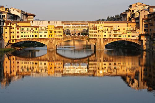 Ponte Vecchio, Florence Italy. This is where Megan, Sarah and Trina spent a lot of time searching for Isabel in 'The Cornish Knot'. www.vickyadin.co.nz
