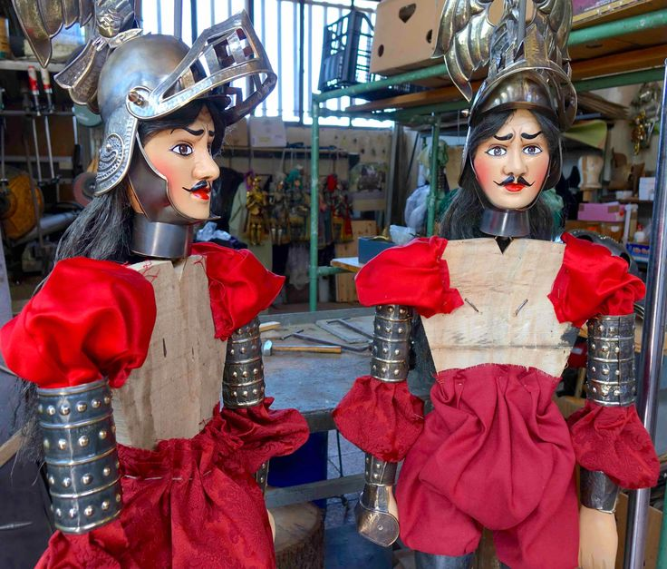 Assemblaggio del pupo siciliano Orlando in corso - Working on putting together Sicilian puppet Orlando