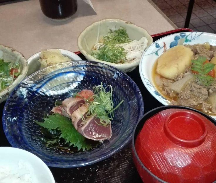 #今日 #昼ごはん #カツオ #たたき #肉じゃが #そうめん #ちくわ #天ぷら #野菜サラダ #大枡 #ぽん酢 #lunch #japanese #japanesefood #nikujaga #seafood #tataki #osaka  #daimasu #tamatsukuri #misosoup #Bonito seared #Meat and potatoes #tenpura #sashimi #sanada by mobius731