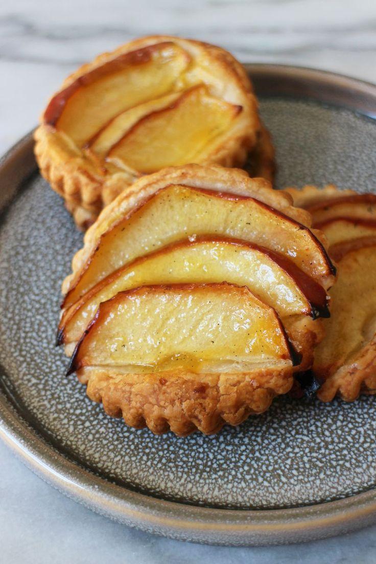 Onverwachts visite? Voor deze snelle appeltaartjes heb je maar vijf ingrediënten nodig en ze zijnsuperlekker. *…