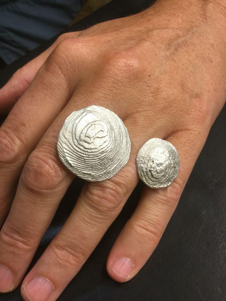 In ossa sepia gegoten ring gemaakt door Geke tijdens de lessen edelsmeden bij Monique Peters