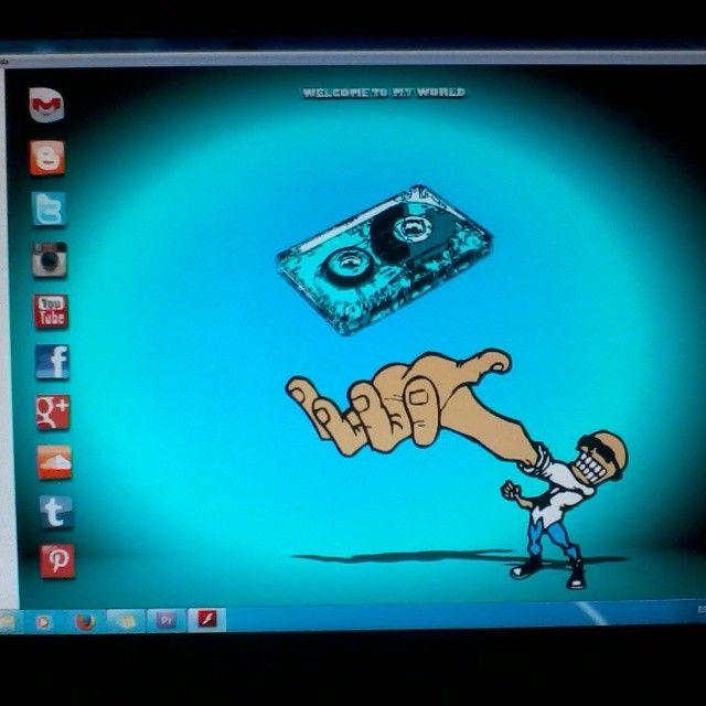 Trabajando en el diseño de soyellobo.com - #flash #animación #animation #2d #art #arte #design #diseñoweb #diseño #illustrator #photoshop #adobe #dreamweaver #caricatura #comic #soyellobo #caracas #Venezuela