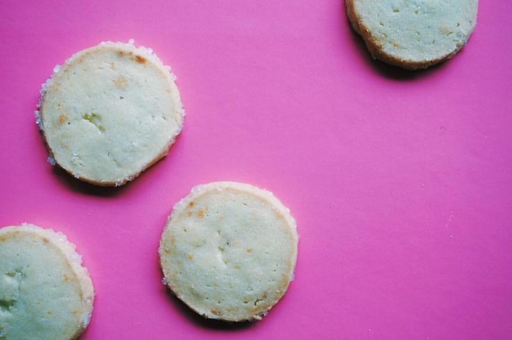 Lemon shortbread cookies with a sugar crust. Summery, fresh, perfect for gifting. @stuffmelbakes