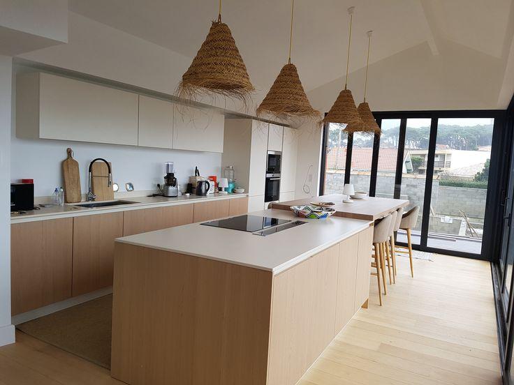 cuisine en plaquage bois et laque noire avec une splendide hotte - logiciel gratuit architecte d interieur