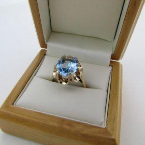 Vintage Akvamarin ring, fantastisk indfattet i 9 karat guld ring. Brugt guld ring med akvamarin sten. Brugt vintage fingerring med flot blå sten i 9 karat guld (3)