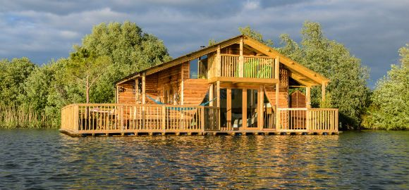 Cast off from the real world in a floating cabin on a sun-dappled lake. The Raft at Chigborough – nr Maldon, Essex