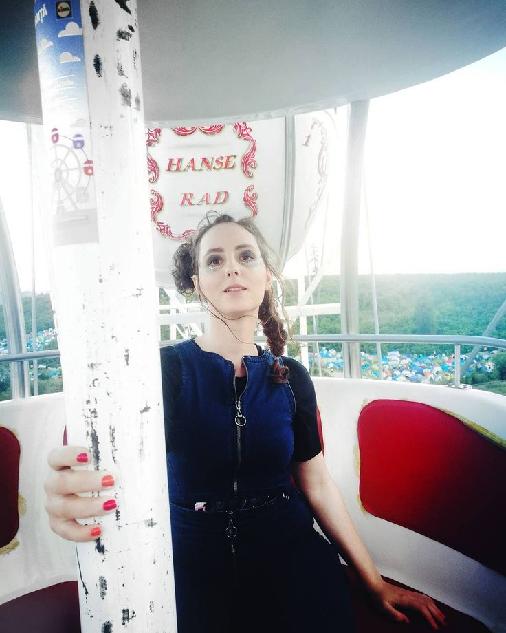 """605 Likes, 10 Comments - Style & Beauty by ARIANNE (@ariannechavasse) on Instagram: """"Best feeling ever when being ontop 🎡 Loving my festival hair & makeup from…"""""""