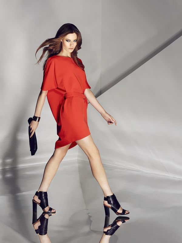 Orange dress. Buy here: http://www.mohito.com/pl/pl/kw218-23x/asymmetric-dress-with-belt