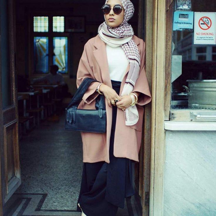 THE MULTICULTURAL SOCIETY > Racism Las colecciones de moda islámica, la última controversia en Francia  Ver más en: http://www.20minutos.es/noticia/2709390/0/francia-rechaza-colecciones/moda-islamica/#xtor=AD-15&xts=467263