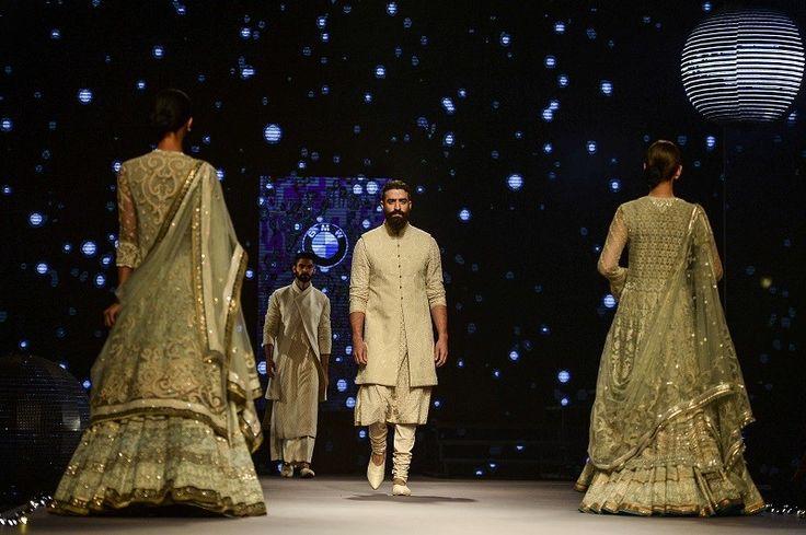 Bruidsmode kijken op de Indiase modeweek - De Standaard: http://www.standaard.be/cnt/dmf20150818_01823047