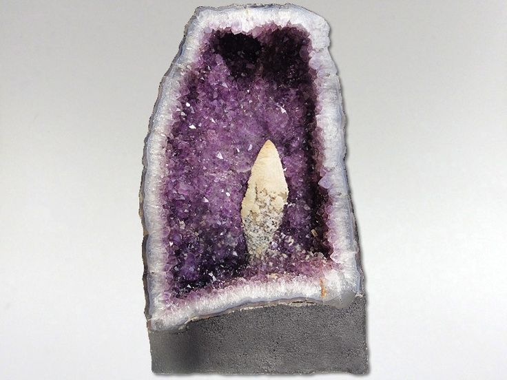 Amethyst connects us with our source & promotes divine love. It accelerates the development of intuitive & psychic abilities. Strengthens and links the access to our own inner wisdom. Transforms illusions into balanced perceptions. Has strong protective qualities that support in times of loss & grief. Potent body healer which counters addictive behaviour, cleanses & energises. Helps psychosomatic disorders. Balances the nervous system and brain.