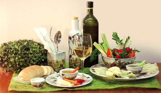 A pinzimonio is a typical tuscany oil tasting with vegetables. Enjoy it in our TUSCANY OLIVES decorated porcelain.