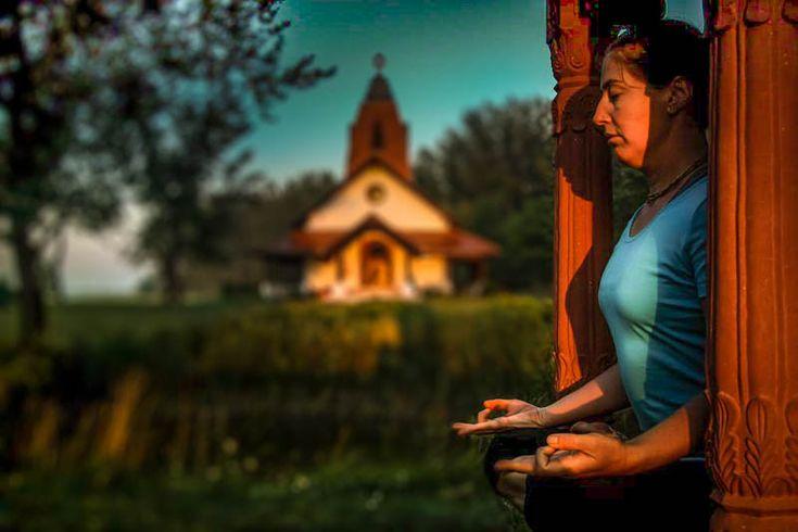 Jóga otthon e-mailes jógatanfolyam. Végre egy komplex jóga tudásanyag, ráadásul teljesen ingyen. Azonnal kipróbálható jóga gyakorlatok kezdőknek otthonra.