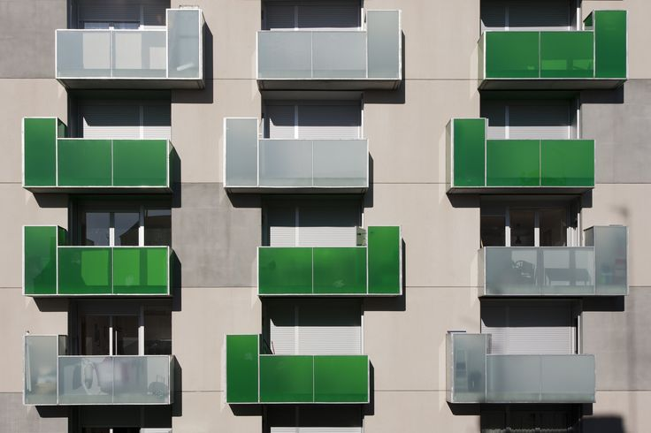"""Image 2 of 17 from gallery of """"Santa Madrona"""". 62 Social Dwellings / Pich-Aguilera Architects. Photograph by Simon García"""
