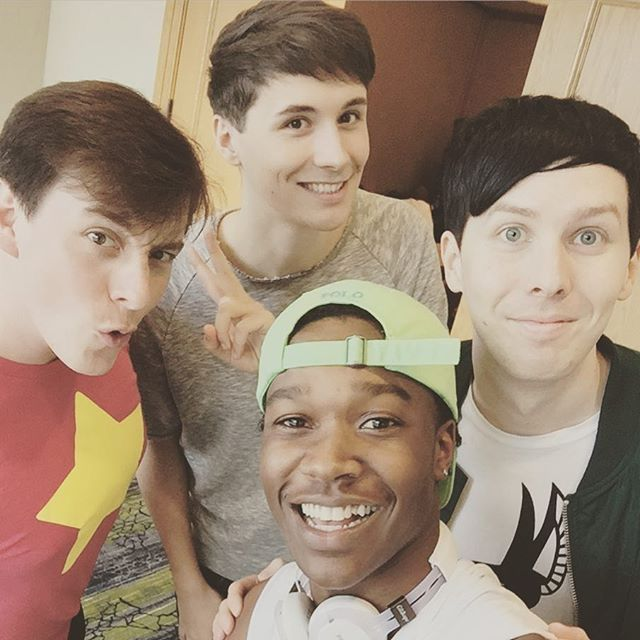 COLLAB WITH THOMAS SANDERS, COLLAB WITH THOMAS SANDERSSSSS // they did in a vine