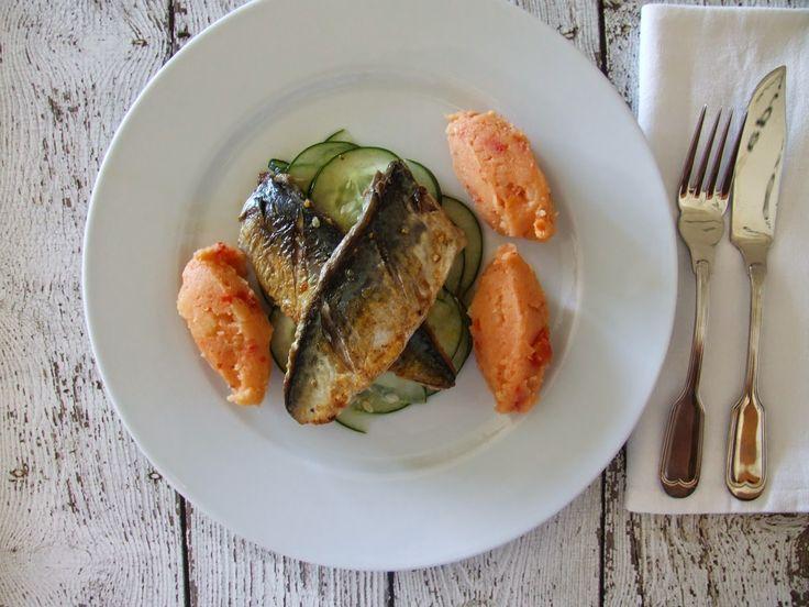 Mesa Corrida - your food blog: Filetes de cavala com esmagada de batata e tomate e salada de pepino / Mackerel fillets with potato and tomato mash and cucumber salad