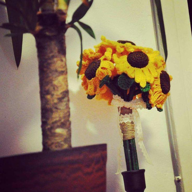 Brides crochet sunflower bouquet
