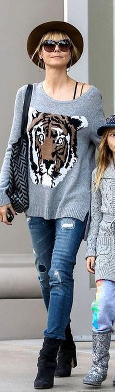 Heidi Klum. ¿Os gusta el look de Heidi?? Complétalo con unas gafas Just Cavalli y te sentiras como una top model! http://gafalandia.com/marcas/just-cavalli/just-cavalli-jc497s-55f.html #Moda #Gafas #Calpe