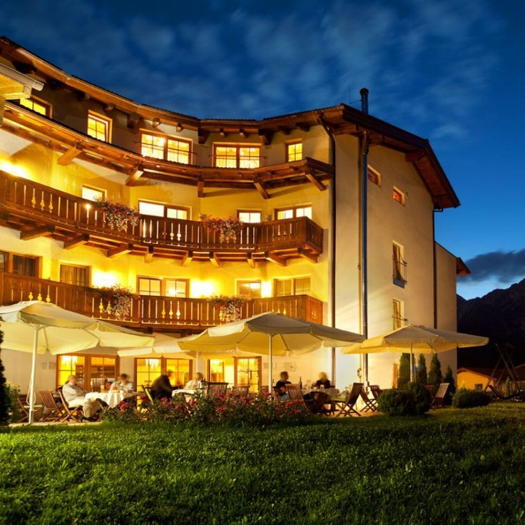 Sporty near Sporthotel Saliter Hof The Saalfelden basin is one of the most popular cycling and other sports region of Austria. Start from the sports hotel Saliter Court to explore this beautiful area by bicycle.  This hotel is also suitable for motorcycle riders!