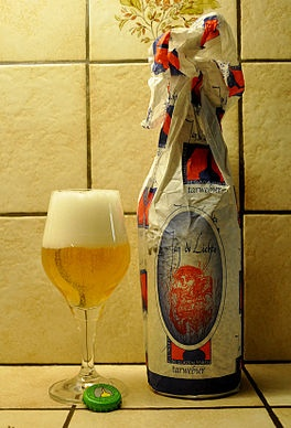 Jan De Lichte is a double wheat beer by brewery Glazen Toren near Aalst, named after a notorious local 18th century gang leader. Much stronger (7%) and much tastier than the famous Belgian wheat beer Hoegaarden.