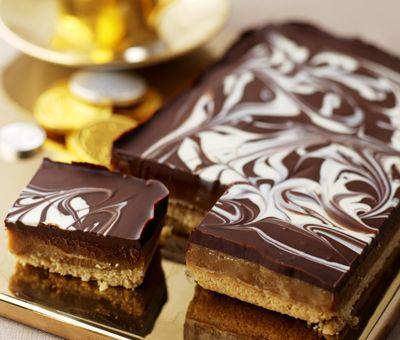easy: Millionaires Shortbread, Cookie Recipe - Loveheart Millionaires' Shortbreads | Nestlé Carnation