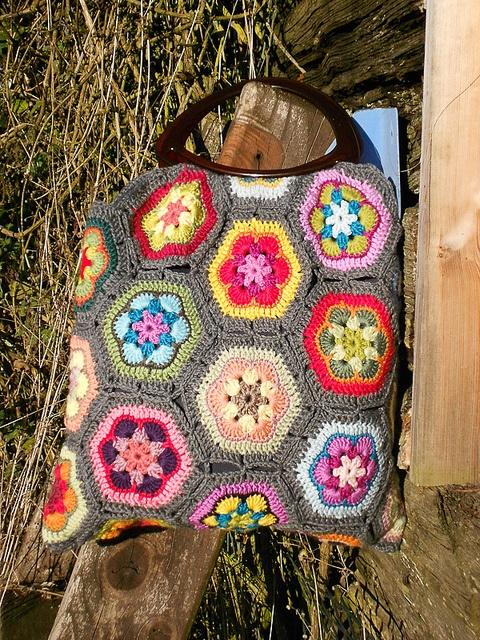 African Flower handbag by bearpawandbearpaw [ this version of connecting the hexes is my favorite ki ]