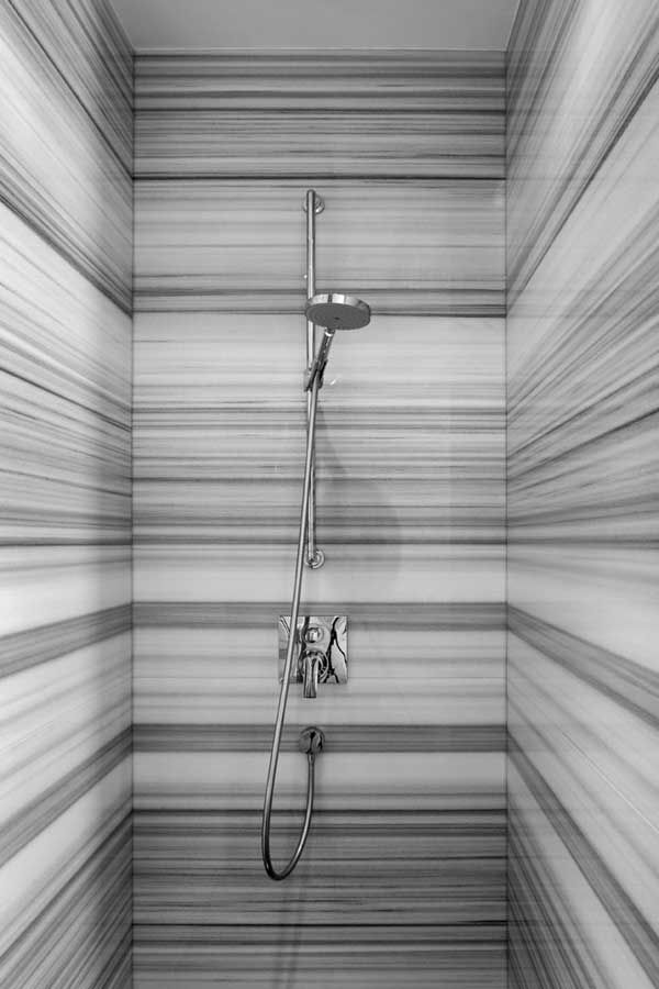 Striato marbled shower super clean and modern
