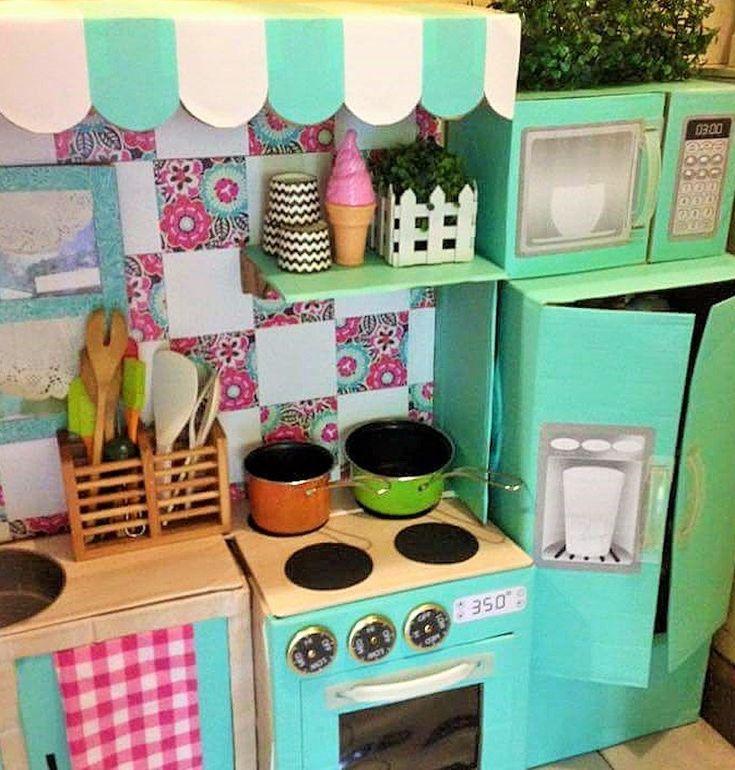 cocina infantil de juguete hecha de cartn por una madre