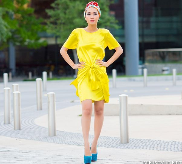 neon-yellow-dress-with-blue-pumps-and-turban