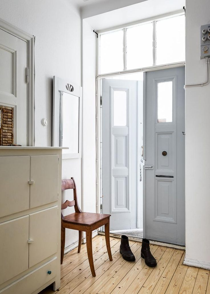 Entrance hall with double doors