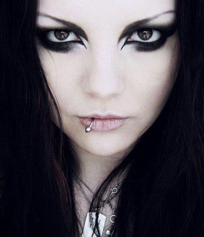 Goth makeup | Makeup I wanna try.... | Pinterest