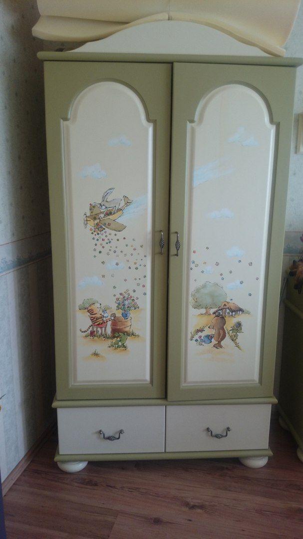 Проект Юлии Штуц - Шкаф ДО декора. Юля решила перекрасить шкаф, т.к. ребенок в семье подрос