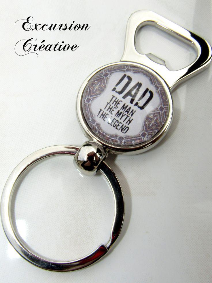 """Porte clé décapsuleur spécial """"Fête des pères"""" beige et noir avec cabochon en verre 25 mm : Porte clés par excursion-creative"""