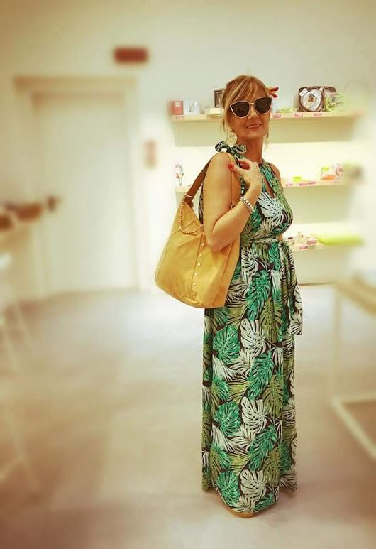 CIAO RAGAZZEEEE! Oggi la nostra Elisabetta Daniele indossa il Maxi abito  High Neck Leaf d7e911b9fef