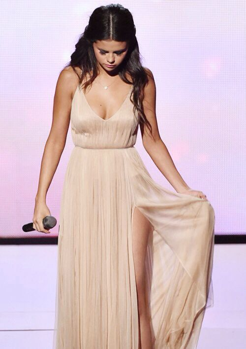Selena Gomez performs 'The Heart Wants What It Wants' at the 2014 American Music Awards on November 23, 2014