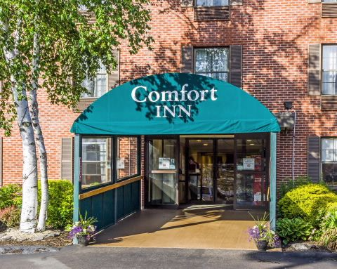 Hotel Entrance | Comfort Inn, South-portland ME Hotels
