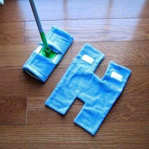 10 Ideas de artesanía para reutilizar las toallas viejas - e-Consejos Deep Cleaning Tips, House Cleaning Tips, Diy Cleaning Products, Spring Cleaning, Cleaning Hacks, Diy Hacks, Cleaning Supplies, Dog Supplies, Swiffer Pads