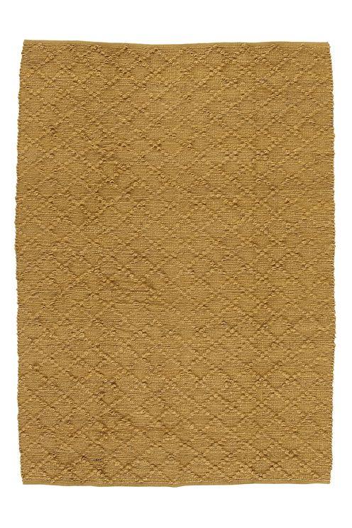 Håndvevd teppe i myk jute med relieffmønster. Da teppet er håndvevd og innfarget får hvert teppe sitt eget unike utseende. Str 140x200 cm.<br><br>For økt sikkerhet og komfort, benytt en antiglimatte som holder teppet på plass. Antiglimatte finnes i flere ulike størrelser. <br><br>100% jute<br>Rengjøres ved støvsuging